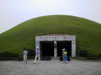 2001春、韓国紀行9(6):5月26日(4)慶州から釜山へ、実弾射撃、雑技ショー、チャガルチ市場