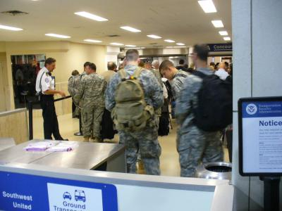 ★デトロイト出張(9)★道を空けて下さい 兵士が出発します★ANAビジネスクラスで日本へ★(2008年5月)★
