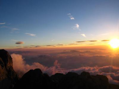 日の出の御嶽山