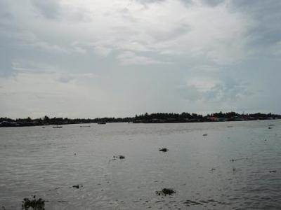 タイの浜辺(18)スラタニ(สุราษฎร์ธานี)。