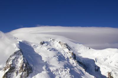 ヨーロッパ最高峰モンブランの麓シャモニー?【エギュードミディ展望台からイタリア側エルブロンネへ】