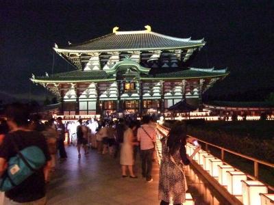 東大寺:幻想的な万燈供養会