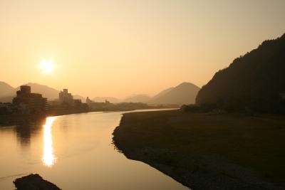 金華山の麓から朝日を見る
