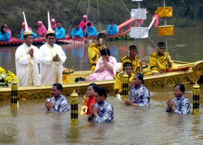 """""""仏像抱えて潜水祭り""""に行ってきましたぁ。"""