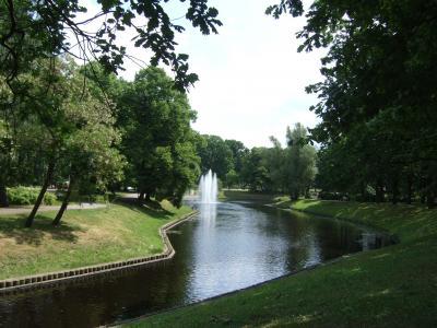 リガ 旧市街周辺の公園と自由記念碑