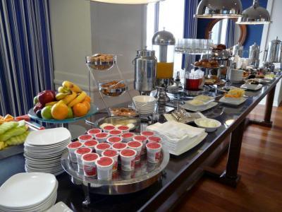44.シェラトン サンディエゴ ホテル&マリーナ クラブラウンジの朝食 今回の旅行のハイライト サンディエゴ ワイルド アニマル パークへ出発