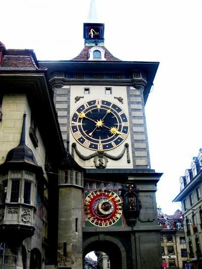 スイスGR59 石畳とアーケードのベルン旧市街 ☆からくり時計が人気の的
