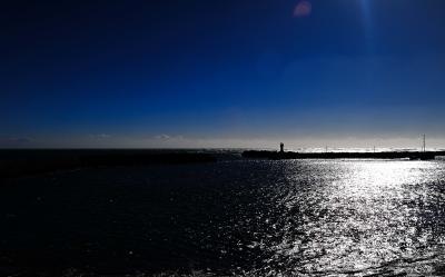 前線は去り、海は荒れ続けた。