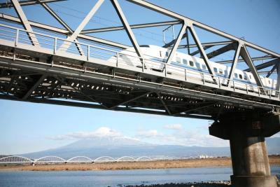 富士山・東海道新幹線富士川橋にて