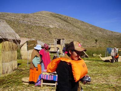南米ボリビア国ラパスのチチカカ湖にあるウロス島