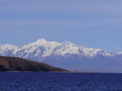 南米アンデス山脈-ボリビア国ラパスのチチカカ湖の月の島と太陽の島