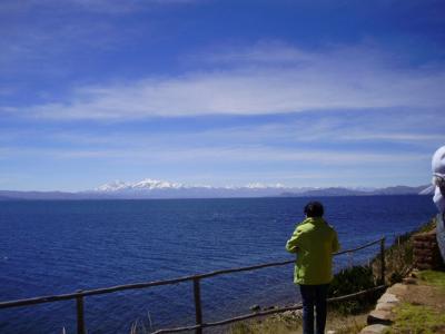 アンデス山脈のチチカカ湖 :月の島と太陽の島