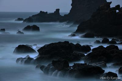 冬の夕暮れ、越前海岸。越前ガニ食べなきゃ~。呼鳥門/ 福井県越前町