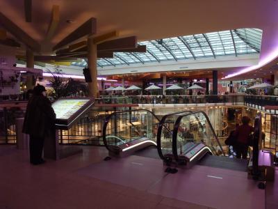 母娘水入らずヨーロッパ周遊第2弾!:チェコ/プラハ※最大のショッピングセンター