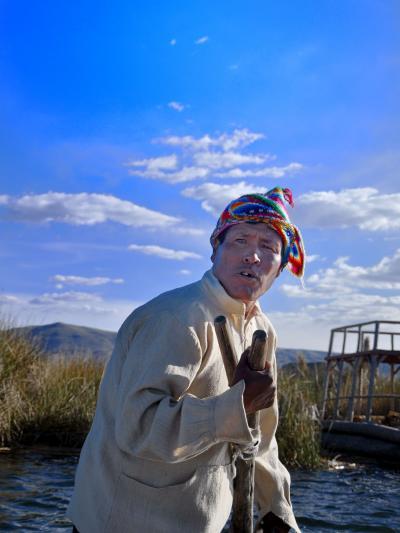 """超多忙なペルー周遊ツアー (第10弾 Lago Titicaca ティティカカ湖にある島ウロス浮島    """"Isla de Los Uros""""  に住むウル族の素顔 (@^▽^@))"""