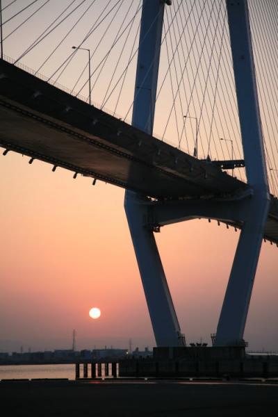 小さな旅●名古屋港・金城埠頭散策 名港トリトンから見る朝日