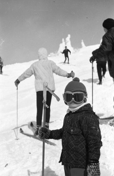 昭和42年2月 山形蔵王のホテル蔵王に宿泊し、初めてのざんげ坂をジャン=クロード・キリーのように滑降する。
