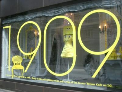Selfridges が創業100年を祝っていました。