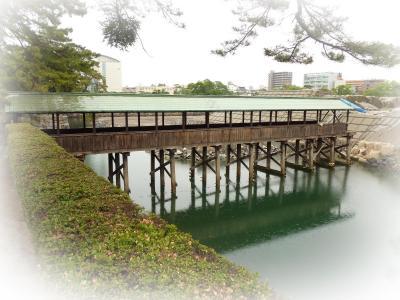 屋根付き橋・・19・・鞘橋・さやばし(香川県高松市、高松城址・玉藻公園)