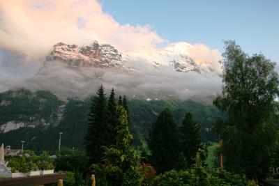 2009.7 スイス・ハイキング三昧の旅【4】…ありえない雪模様でミステリーツアーの一日
