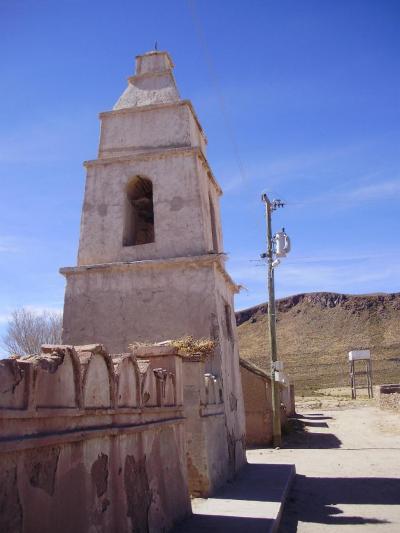 ウユニ塩湖とコイパサ塩湖の中間にある町、サリナス デ ガルシ メンドサ町