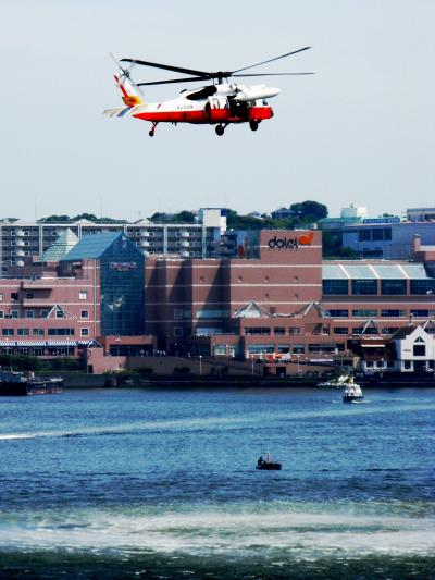 横須賀-3 飛行救難訓練と大型曳船訓練を公開 ☆救助の卓越技