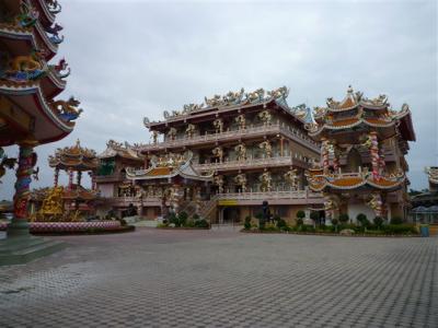 タイ チョンブリ Thep Sathit Phra Kitti Chalerm Temple に行ってきました。