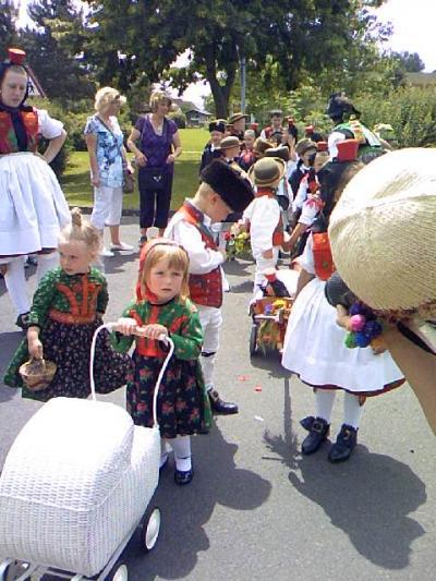 シュヴァルムシュタットの赤ずきんちゃんパレードは、かわいい&ステキだわ(2)