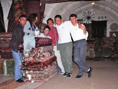 トルコ周遊の旅(3)カッパドキア1日ツアーの後はメフメットさんとパーティを楽しみ、酔っぱらってアヴァノスまで出かけて陶工房で轆轤を回す。