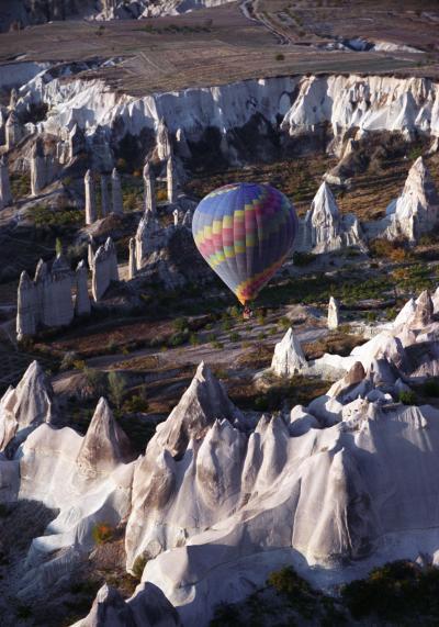 トルコ周遊の旅(4)連日の二日酔いのまま、早朝の気球ツアーに参加して、1時間40分のカッパドキアのフライトを楽しむ。