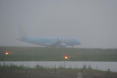 雨の空港=その2(FDAブルー編)=