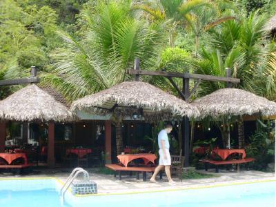 ボリビア国ラパス県の楽園コロイコのリゾートホテル−南米アンデス山脈