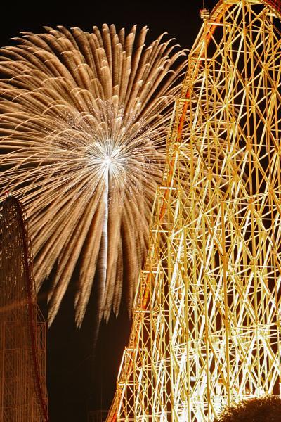 ナガシマリゾートで 花火大競演! 有名花火師が日替わりで登場します! スチールドラゴンとスターマイン /三重県桑名市 長島温泉(ナガシマスパーランド)