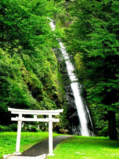 糸魚川市・豪快 不動滝 を訪ねて ☆雨を招く高竜神を祀る