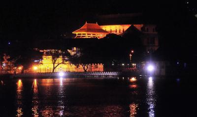 Sri Lanka  8 世界遺産聖地キャンディ (1) ダラダーマーリガーワ寺院=仏歯寺