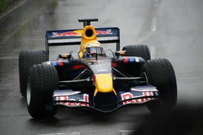 F1マシンが鈴鹿スポーツガーデンを走りました。