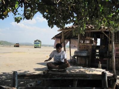 チカランブカシ(ジャカルタ近く)からロンボク島間を車で往復