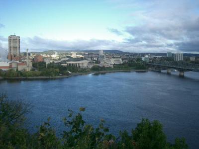 国会議事堂からオタワ川を望む
