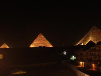 ピラミッド 音と光のショー in ピザハット
