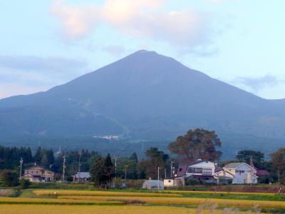 17郡山への帰途の磐越西線の窓から見た美しき磐梯山 in 猪苗代
