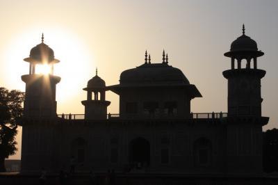 インドでバックパッカーもみくしゃの旅⑧ 【夕日のアグラ城とタージマハル】