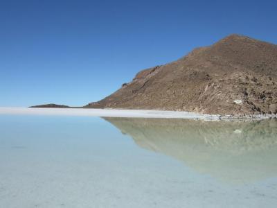 ウユニ塩湖とコイパサ塩湖の中間にある町、サリナス デ ガルシ メンドサ町の向かいのウユニ塩湖#2