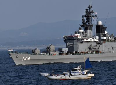 海上自衛隊・観艦式参加の艦艇を船上から撮影