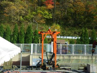 (北海道の秋)豊浦町で、鮭を捕獲するインディアン水車を見る