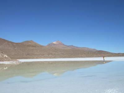 ウユニ塩湖とコイパサ塩湖の中間にある町、サリナス デ ガルシ メンドサ町周辺とウユニ塩湖