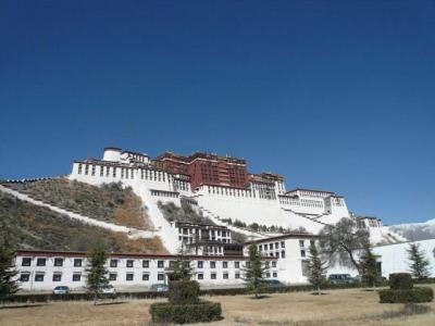 荒涼とした大地へ。 チベット。