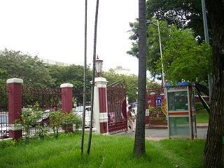 路線バス2番2シーロムからルンピニ公園を横にラチャダムリ通りを歩き戻る