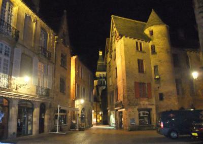 フランス南西部 美しい村・ロマネスク寺院をレンタカーで巡る (4 )− 中世が甦る サルラ −