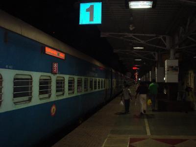 南インド16: 一等寝台でインド最南端へ 「アンビリバボー・インディア」