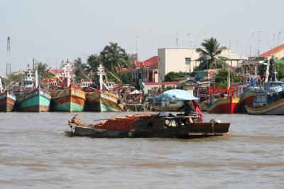 2009冬、ベトナム旅行記3(28)12月21日(2)ミト―川クルージング・フェリー桟橋、島の果物